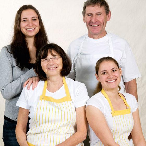 Die Nudeln für das Gasthaus Goldener Stern werden in mühevoller Handarbeit in Rinnenthal auf dem Lärchenhof der Familie Habersetzer hergestellt.