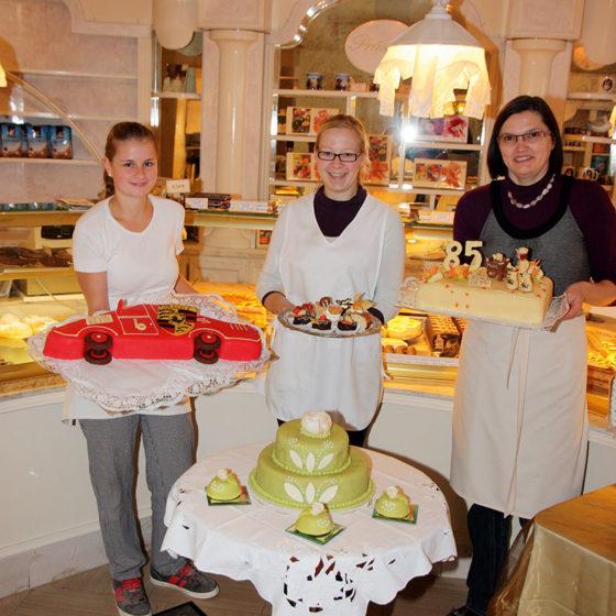 Torten und Petit fours werden mit ausgefeiltem Handwerk der Familie Gulden aus Aichach mit viel Liebe für den Gasthof Goldener Stern hergestellt.