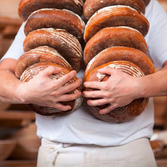 Das Brot für den gasthof Goldener Stern wird nach alter Tradition vom Stadtbäcker Scharold – Friedberg und der Bäckerei Geppert – Ottmaring frisch für Sie gebacken.